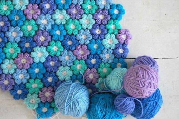 Tappeto Floreale Uncinetto  http://www.lovediy.it/tappeto-fiori-uncinetto/ Un morbido tappeto di #fiori realizzato all'#uncinetto!