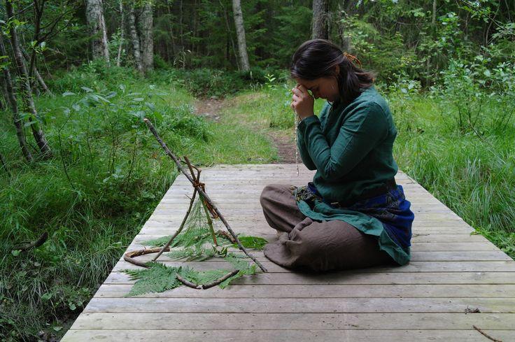 Tillfälligt altare till den vattengudinna/havsgudinna som folkslaget Liri på Pärlöarna dyrkar.