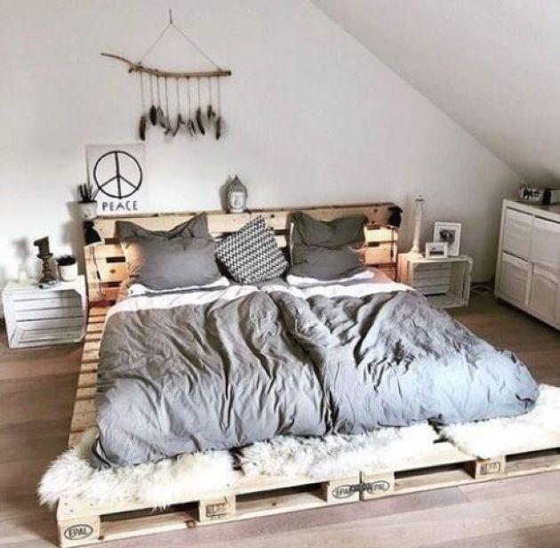 Simple Low Pallet Bed With A Headboard Bedroom Makeover Bedroom Design Bedroom Interior