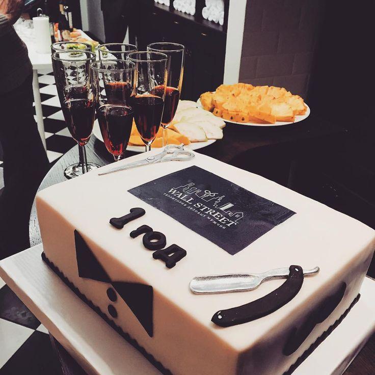 День рожденья прошел, а воспоминания про чудесный торт остались !!! ✌️   #мужскаяпарикмахерская #wallstreet_moscow #территорияделовыхмужчин