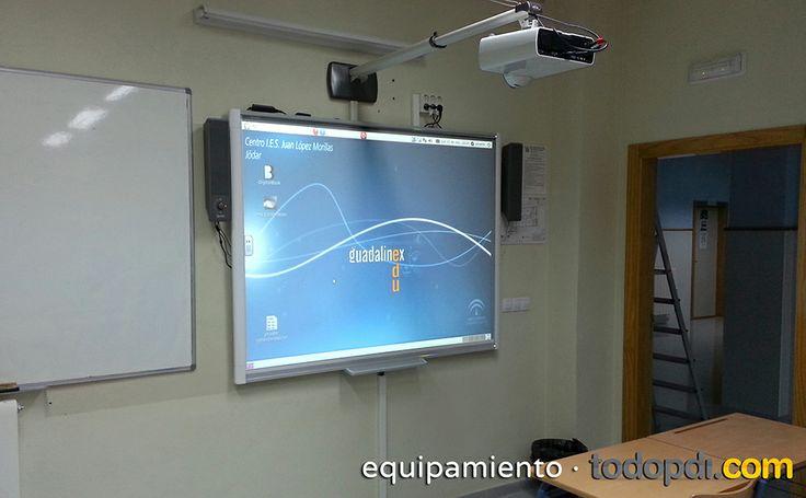 Compartimos con vosotros una imagen del kit de smart con el que hemos equipado el Centro IES Juan López Morillas. Este kit se compone de una #pizarradigital #SBM680 de #Smart #Smarttech con un proyector de #Sony SX125 de corto alcance que incluye soporte de pared. Para más info sobre el kit: http://www.todopdi.com/kit-smart-board/174-kit-smart-board-sb680-psony-sx125-sony.html