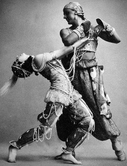 """Scène de """"Schéhérazade"""". Le """"frisson nouveau"""" de l'exotisme  et de l'érotisme débridés des """"Ballets Russes"""". Costume Léon Baskt."""