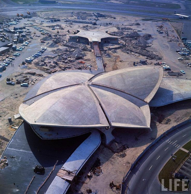 Aerial view of the construction of the TWA (Trans World Airlines) terminal, designed by Finnish architect Eero Saarinen (1910 - 1961), at Idlewild Airport (later renamed John F. Kennedy Airport), New York, New York, 1961. January 01, 1961| Credit: Dmitri Kessel