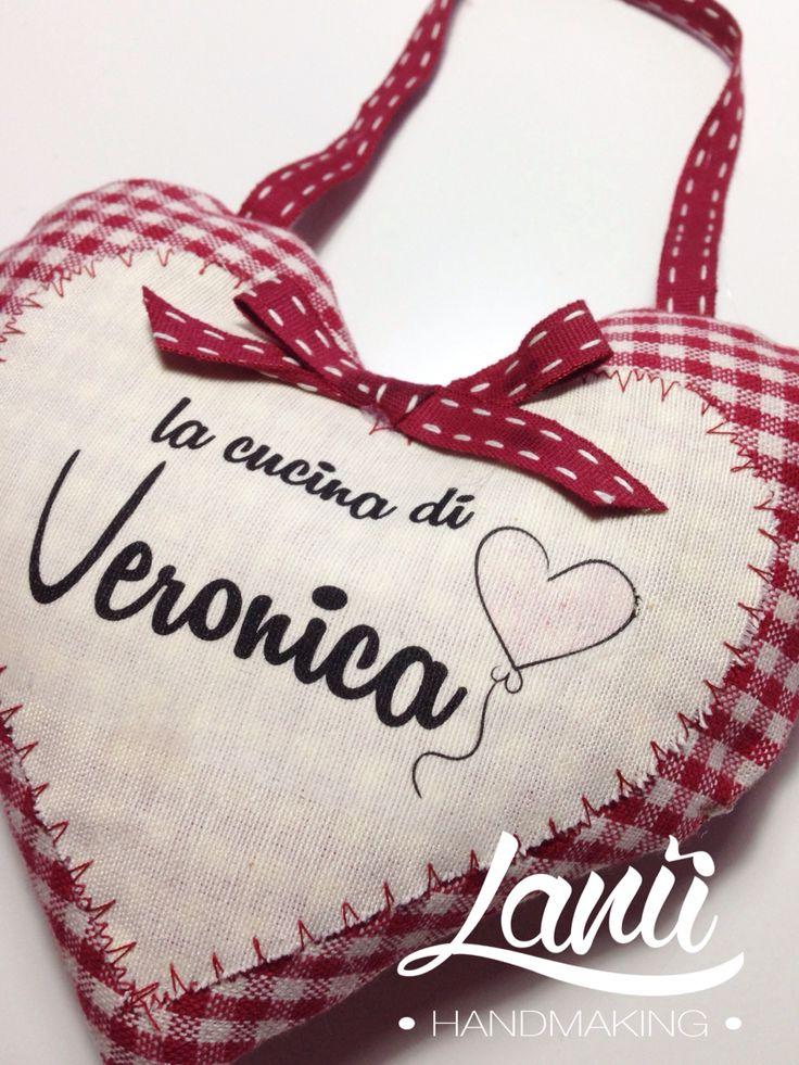 Un po' di dolcezza per la cucina di Veronica! Piccolo cuore decorativo imbottito. Cercami su Facebook lanù handmaking
