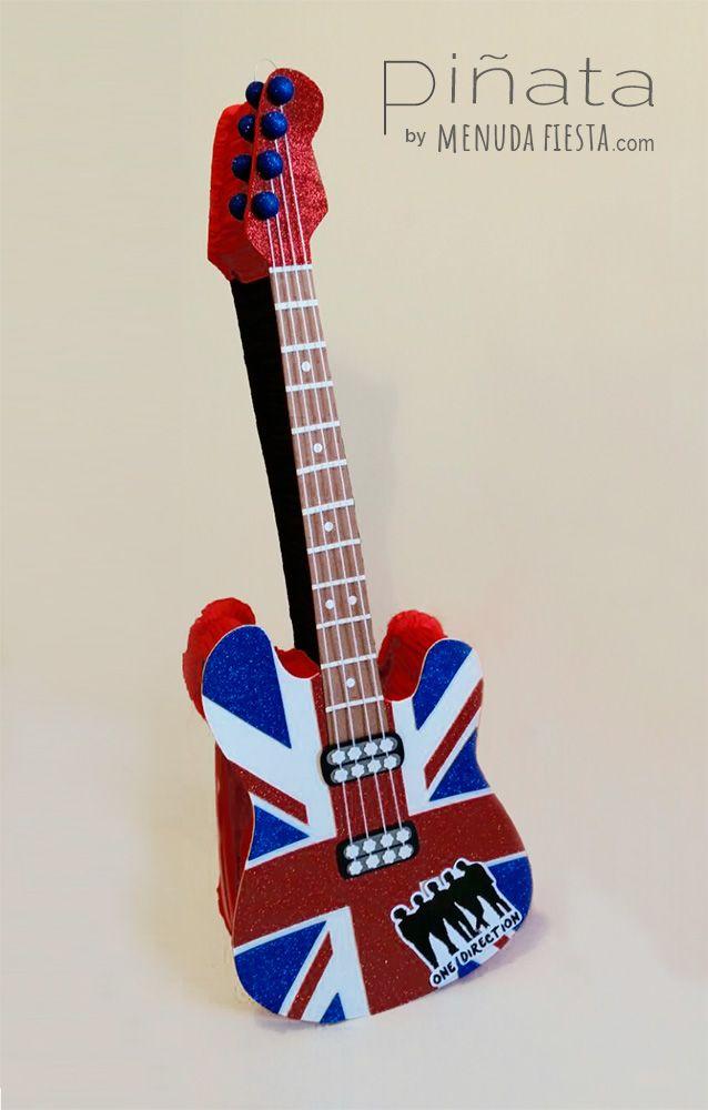 Uno de mis antiguos trabajos, #Piñata guitarra de One Direction, era un éxito entre las niñas, una verdadera locura! #menudafiesta #piñartista #piñataespaña #party #piñataguitarra #onedirection #piñataguitar