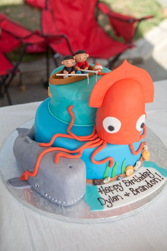 Giant Squid And Sperm Whale Cake Custom Cakes In 2019