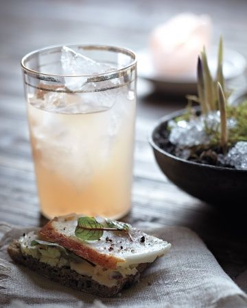 White Nixon: ruby red grapefruit juice, white tea, lavender, and vodka.
