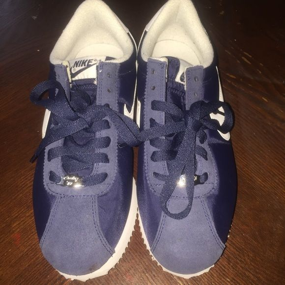 Nike cortez Navy blue suede & nylon old school nike cortez in Like New Condition size 6 in kids /youth grade school please make REASONABLE OFFER because PM takes a commission or u can purchase on ♏️ ercari THESE ARE NOT A WOMEN'S SIZE 6 Nike Shoes Sneakers