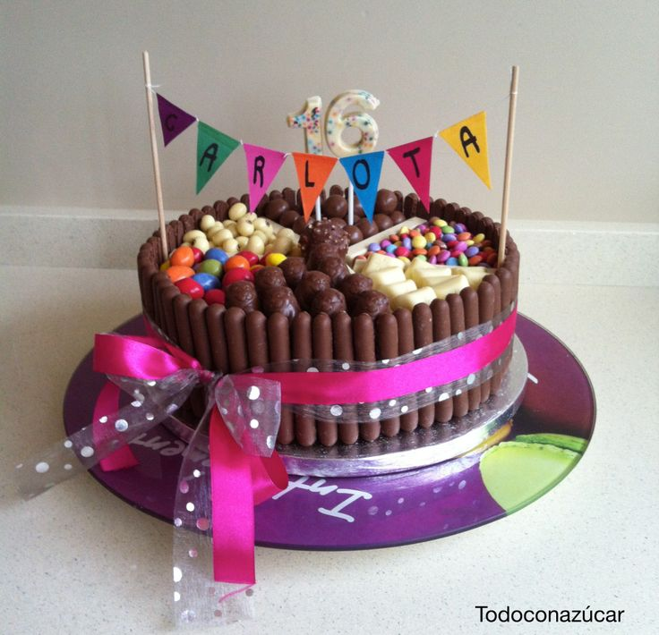 Tarta de mouse de chocolate con finger de Cadbury y golosinas todas de chocolate