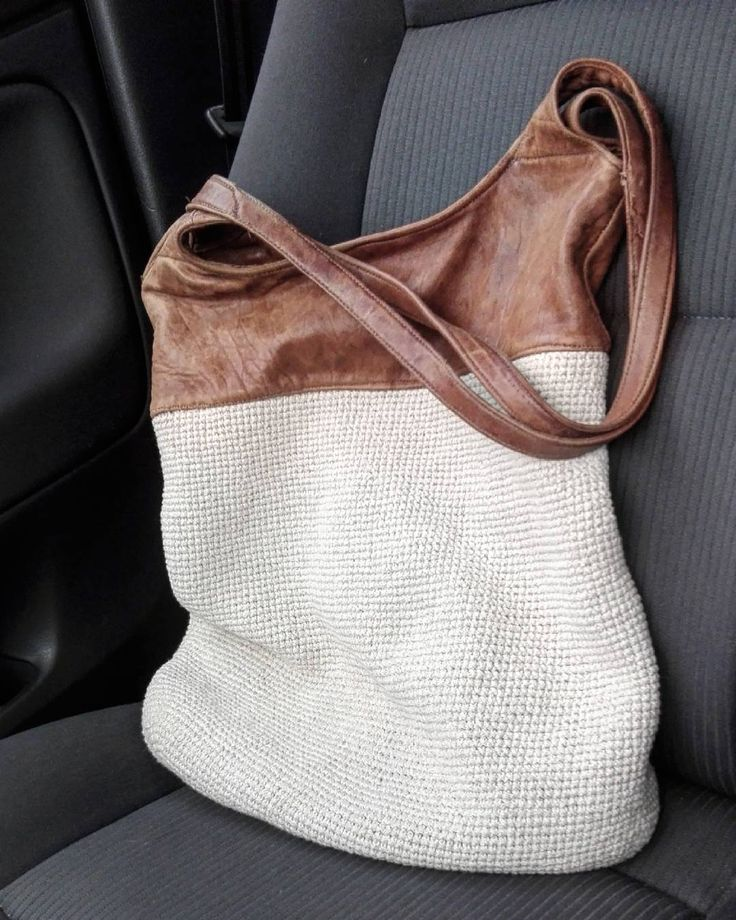 Leather from an old jacket + recycled yarn = favorite bag for summer ♻♻ #bag #recycledbags #recycledfashion #fashion #leatherbag #leather #recycle #slowfashion #diy #diybag #crafts #robotyręczne