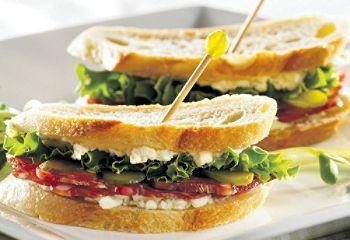 Recette de #sandwichs #cocktail à la rosette de Lyon.