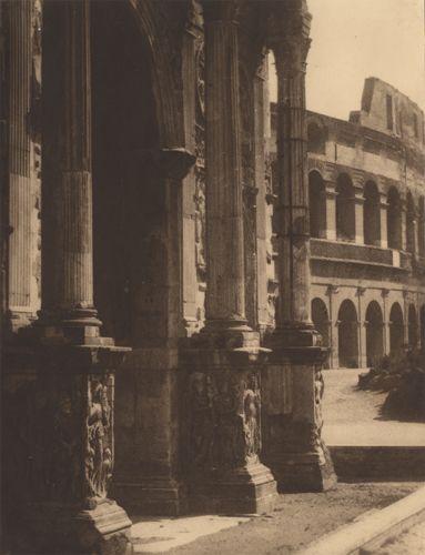 Domenico Riccardo Peretti Griva Roma, Colosseo e Arco di Costantino, ante 1929 gelatina al bromuro d'argento, Coll. Privata, Firenze