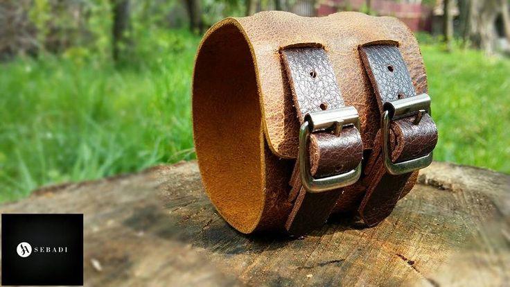 Bratara din piele naturala 4 -maro cu maro -necaptusita -cu barete -accesorizata cu catarame metalice argintii -dimensiuni: L=20-23cm l=6cm PRET: 70 lei