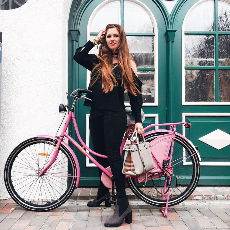 About You, pinkes Fahrrad, Fahrrad, Buxtehude, grüne Tür, all black everything, schwarz, Outfit, Style, lange Haare, long Hair, red Hair, rote Haare, Shooting, Blogger, Viejola