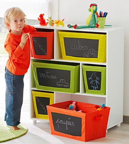 boxes with blackboard stickers | cajas con pegatinas de pizarra