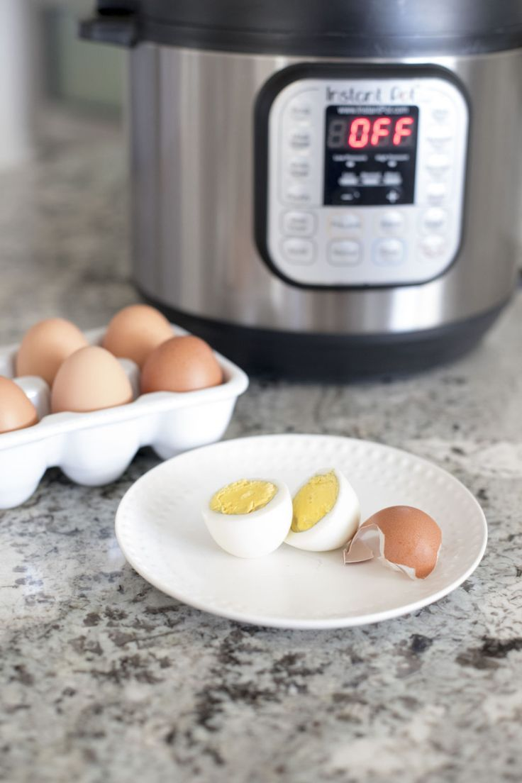 Get the PERFECT hard boiled eggs quickly with the Instant Pot! Easy to peel boiled eggs | Instant Pot recipes | Boiled eggs Instant Pot | Ways to use the Instant Pot | Hard boiled eggs recipe
