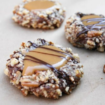 Insanely Delicious Turtle Cookies & other recipes that would be good for holiday baking.... Scott loves these cookies