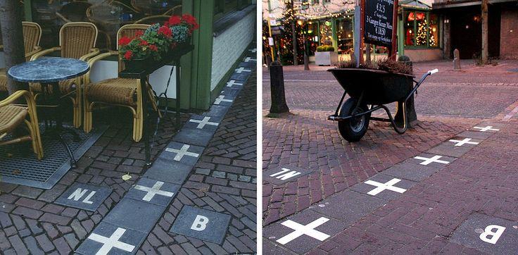 Holandsko a Belgicko  Mesto Baarle sa nachádza presne na hranici Holandska a Belgicka a návštevníci kaviarne si tak môžu kávu vychutnať rukami v jednej a nohami v druhej krajine.