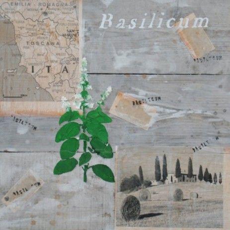Op de hergebruikte houten steigerplanken zijn afbeeldingen geplakt met een Italiaans thema, hierover is de basilicum geschilderd. Een vierkant decoratief stuk als versiering bij uw keuken of tuin.