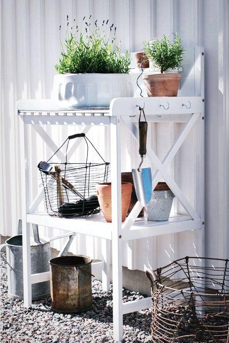 Planteringsbord från Rusta http://www.enmammasdag.com/weronica/