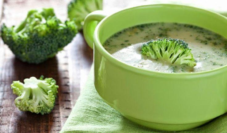 Esta deliciosa sopa de Brócoli y Col rizada/Kale además de tener un sabor que conquistará tu paladar, te brindará todos los beneficios del brócoli