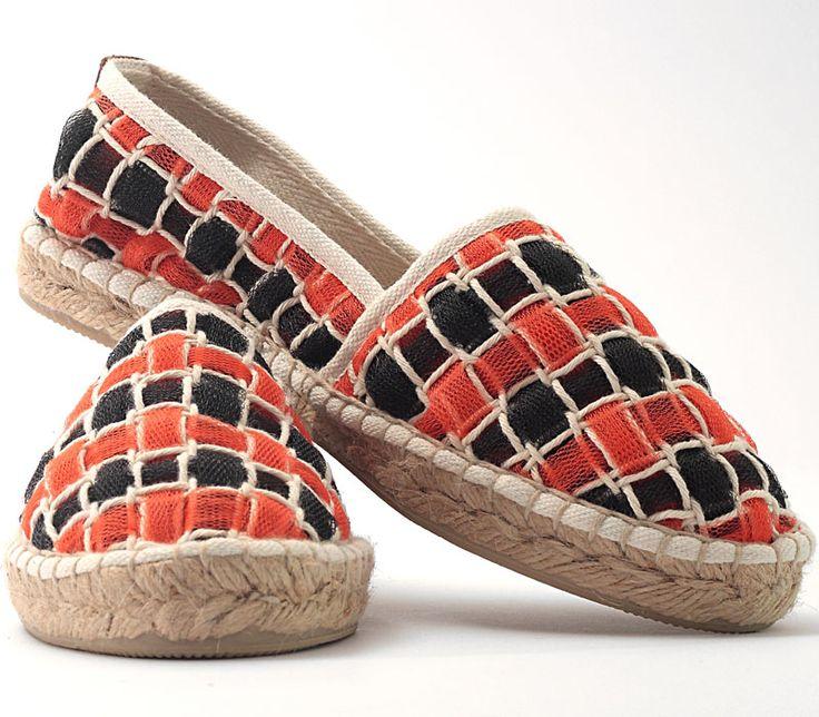 Espadrillas in handwoven fabric. 95 % poly 5 % cotton. Siepe tulle orange.