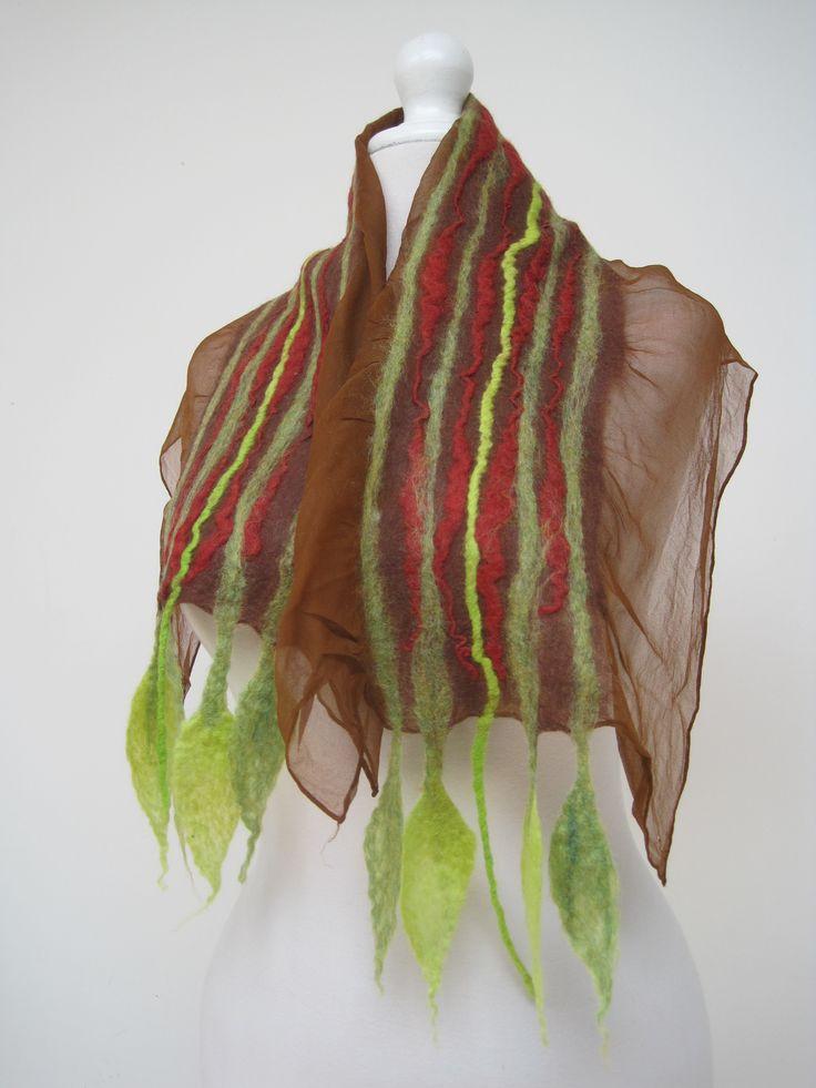 Pañuelo de seda y Hojas de Fieltro
