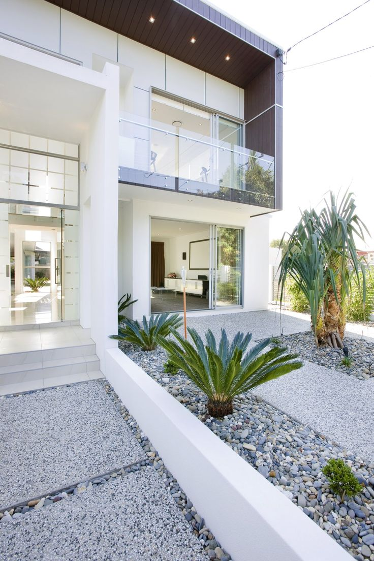Contemporary Brisbane Banya House by TONIC Minimalist Modern Gardening with Green Palms Tree