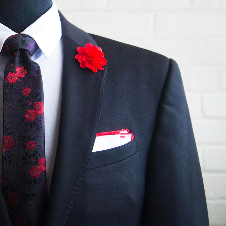 Damn this really messes with my brain... that damn flower is waaaay too high on the lapel.