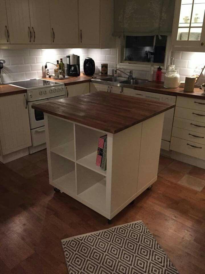 To Expedit/Kallax-hyller, hjul og plate = flyttbar kjøkkenøy.