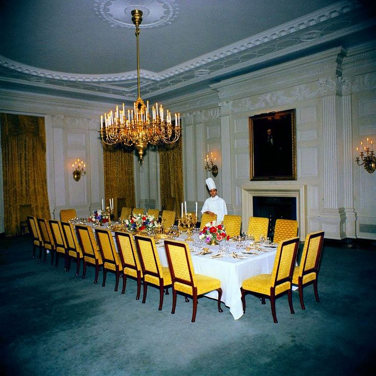 1962 01 18 assistant white house chef julius spessot for Tiffany d dining room