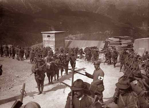 WW1, Italy. Alpini to the Pasubio. Alpini verso il Pasubio.