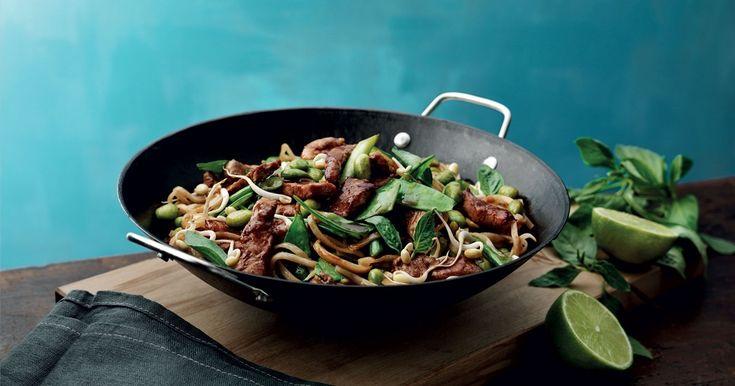 En mild wok med fläskfilé, grönsaker och vitlök som går snabbt och enkelt att laga!
