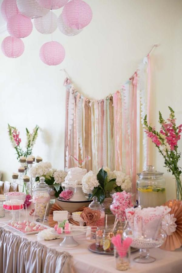 Tonos rosa y oro para una mesa de dulces para una fiesta vintage / Pink and gold for a vintage party sweet table
