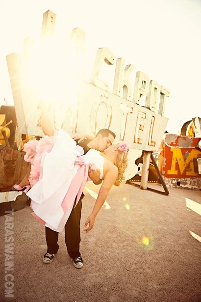 rockabilly wedding...is this not an awesome picture or what!