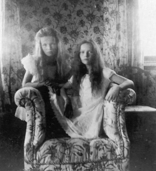 A very dreamy photo of Olga and Tatiana as young girls.