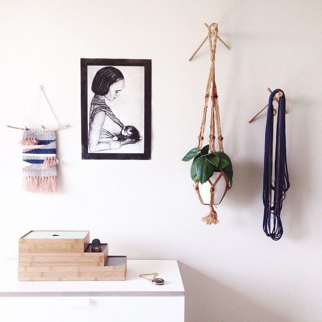 Stick hooks allow you to think creatively in your decor. Hang your plants or a beautiful necklace as here!