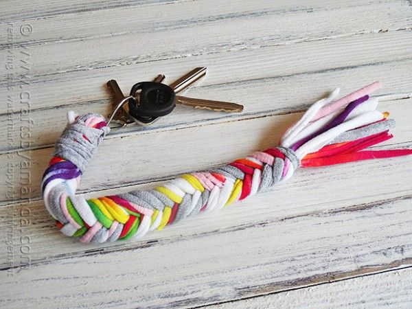 the best list of cool party crafts for teens and tweens that are inexpensive and fun. Accessories, washi tape crafts, jewelry making crafts, DIY magnets and keychains and more!