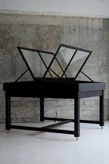 demode furniture. display table