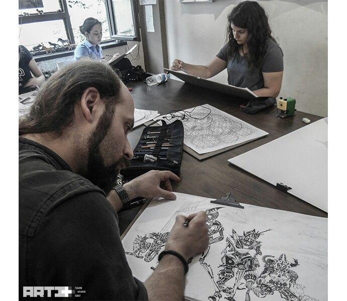 Hocamızın steampunk tarzındaki illüstrasyon çalışmasının örnek çizimi  Malzeme : 35x50 ebatında 0.5 pilot kalem  desing , charcoal , karakalem , çizim , art , drawing , tasarım , illustration Selçuk Karabüyük