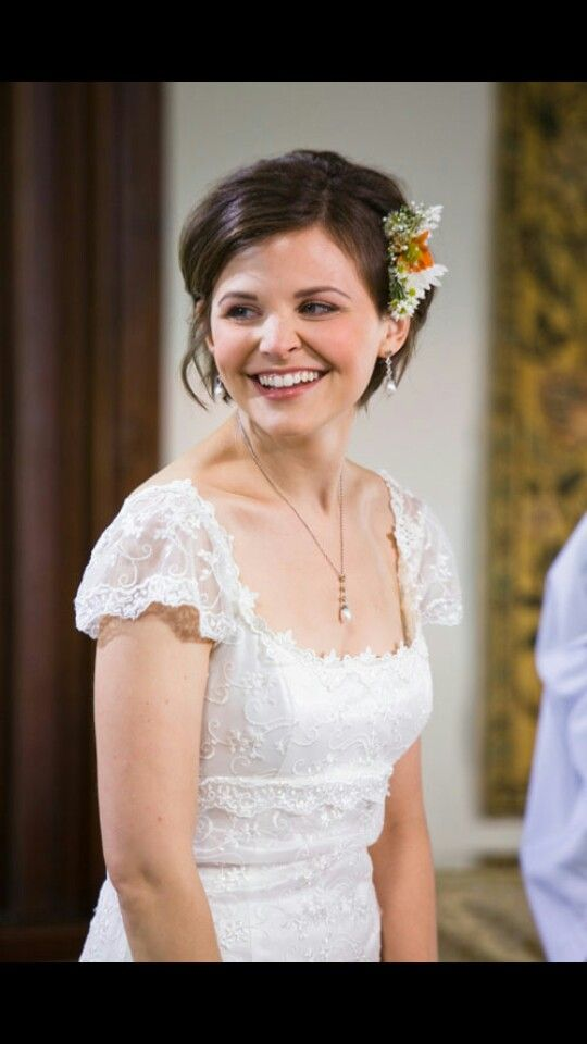 Giniffer Goodwin wedding dress from Ramona and Beezus || Simple, beautiful.