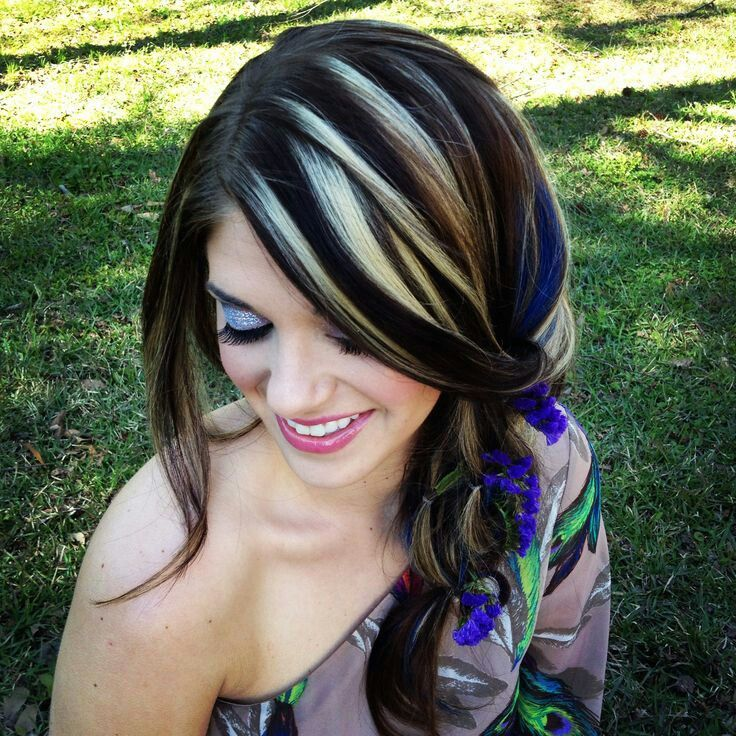Love her dramatic hair! Black with blonde highlights.