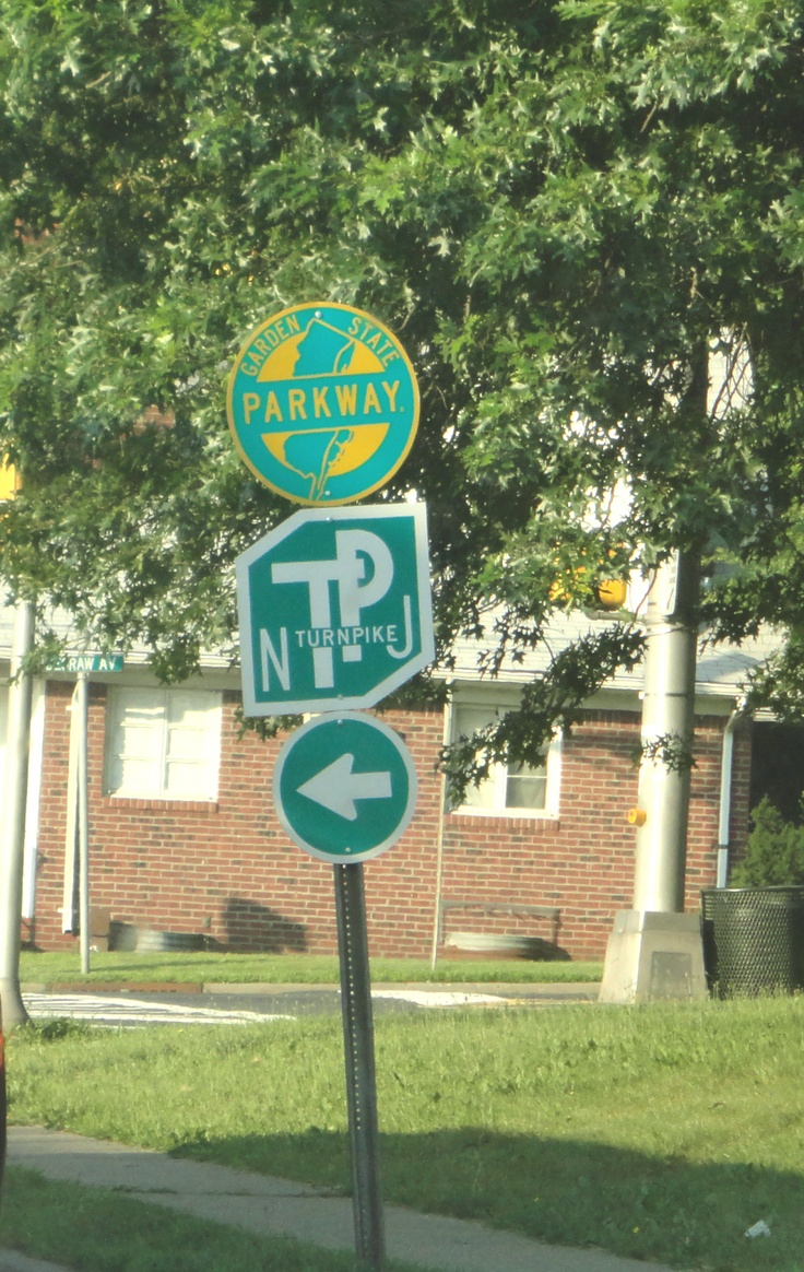 This is living proof that I am a roadgeek! I love road trips, especially within New Jersey because I love their road shields and signage! The Garden State Parkway and New Jersey Turnpike trailblazers really do it for me.