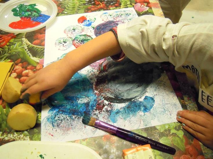 PITTURARE CON FRUTTA E VERDURA http://creandosicrescecrescendosicrea.tumblr.com/post/51790957693/pittura-in-natura-pittura-profumata-e-gustosa