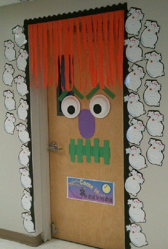 halloween door decoration saw this idea on pinterest but changed it a little bit