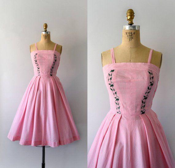 Jahrgang 1950 Sommerkleid Rosa Vichykaro Baumwolle Eng Anliegendem Oberteil Verfugt Uber Du In 2020 Vintage Dresses Vintage 1950s Dresses Parties Vintage Dresses 50s