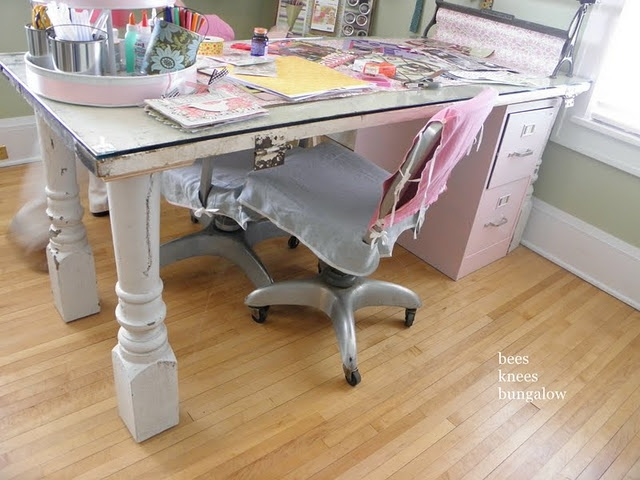 oh yes, the deskKnee Bungalows, Porches Columns, Crafts Room, File Cabinets, Desks, Cool Ideas, Craft Tables, Old Doors, Bees Knee