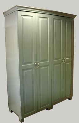 Vaatekaappi-kokonaisuus 150x52x195 cm on vahattu vanhan vihreäksi. juvi.fi