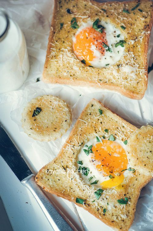 Herbed Eggs in a Hole #eggs #brunch #toast