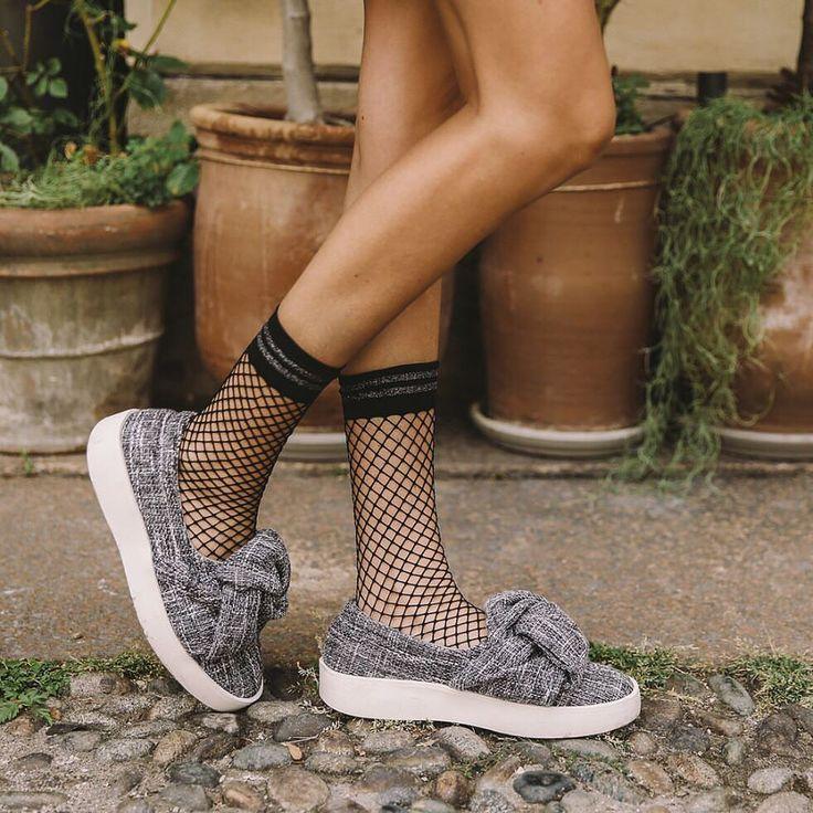 188 отметок «Нравится», 2 комментариев — @reserved в Instagram: «Mixing favorite textures. Fishnet socks: SE950-99X Shoes: RJ708-09M #reserved #accessories #shoes…»